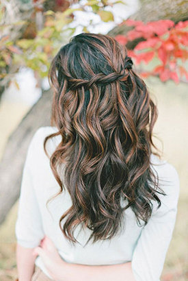 Loose waves hair style
